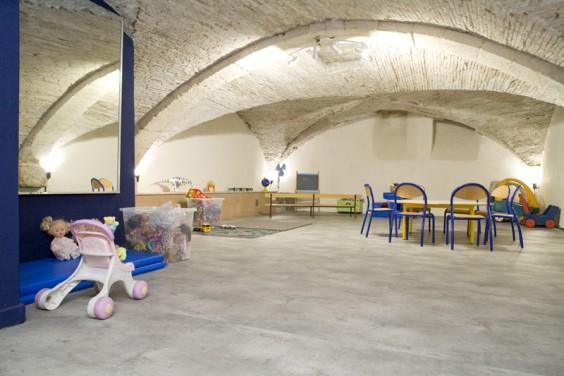 La salle avec une installation pour les enfants !